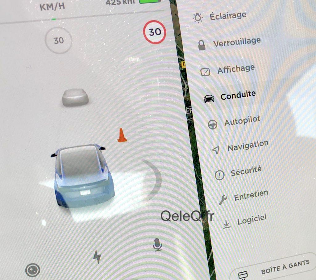 tesla mise a jour pour voir les cones de signalisation routiere auto pilote HW 2.5
