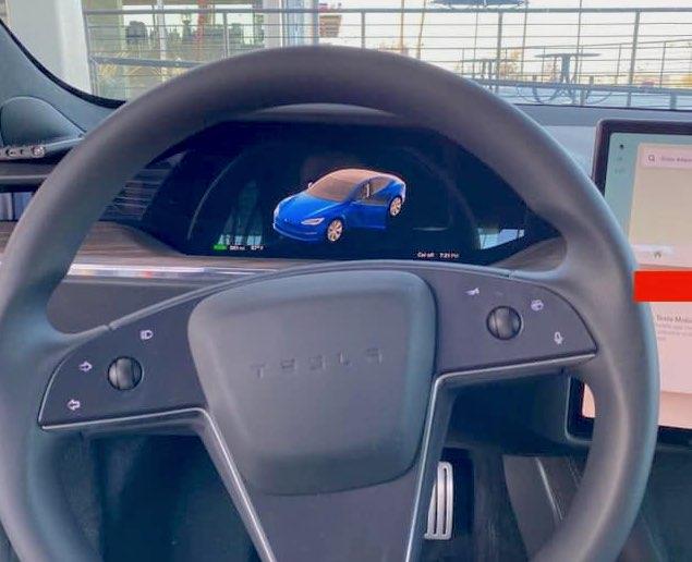 ecran derriere le volant tesla model S en V11