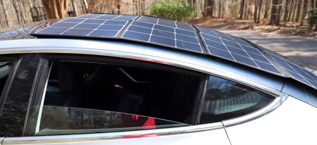 peut on recharger une voiture électrique avec un toit solaire