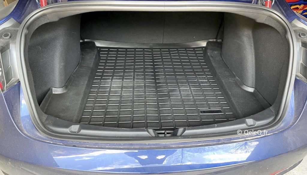 tapis de coffre Green Drive en place dans Tesla Model 3